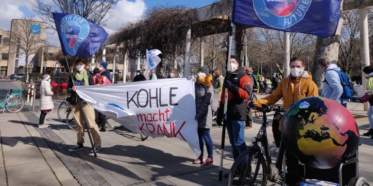 Health for Future Göttingen - Demo Bahnhof Kohle macht krank